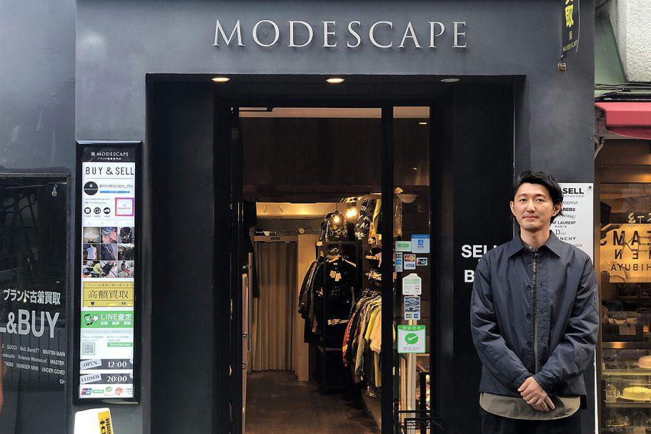 店舗前に立つモードスケープ代表